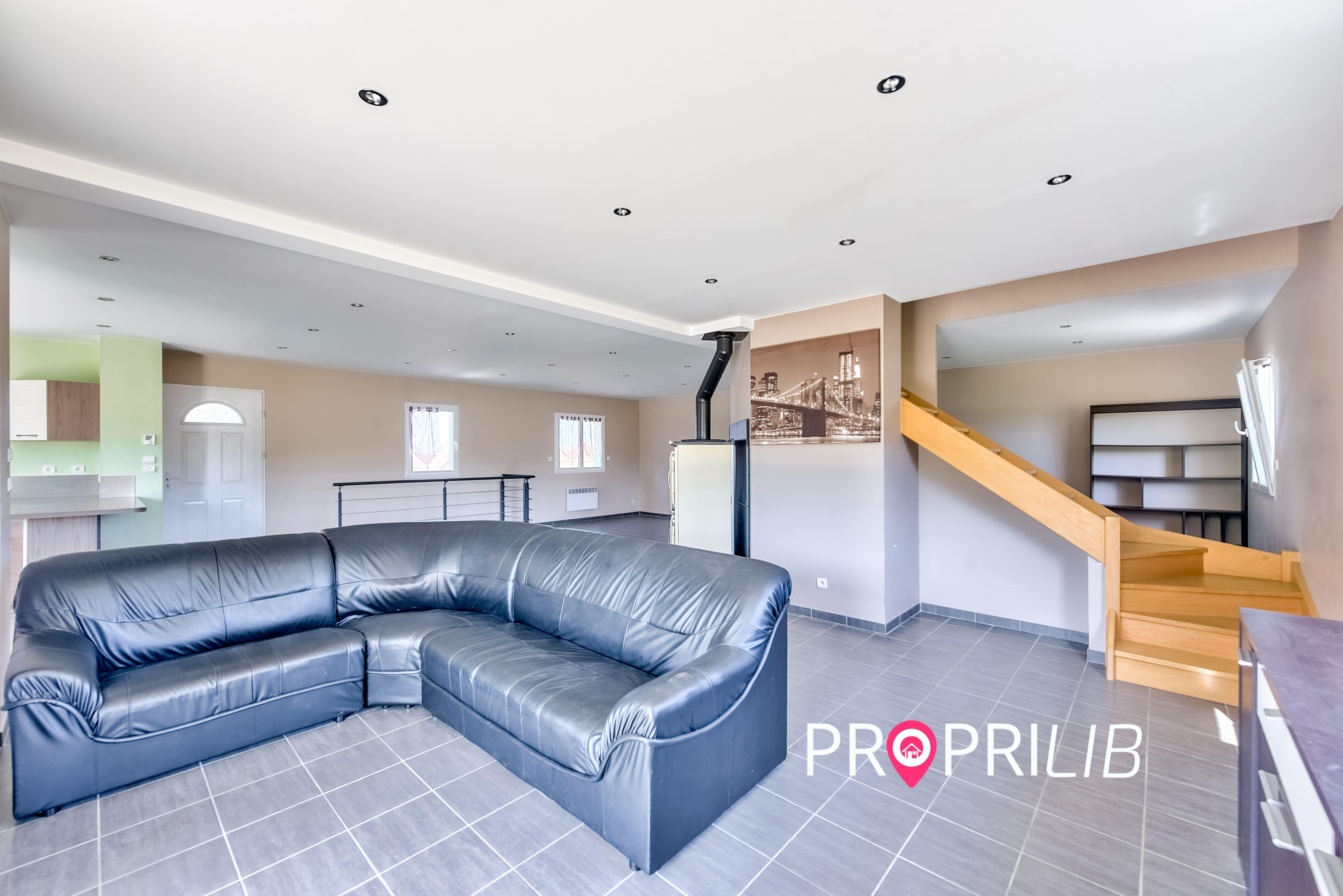 PropriLib l'agence immobilière sans commission vend cette maison à Meyrieu-les-Etangs