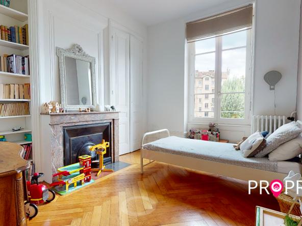 PropriLib l'agence immobilière en ligne à commission fixe vous propose cet appartement dans le 7 ème