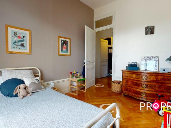 PropriLib l'agence immobilière en ligne au forfait vous propose cet appartement dans le 7 ème